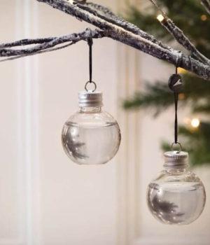 kerstballen gevuld met gin